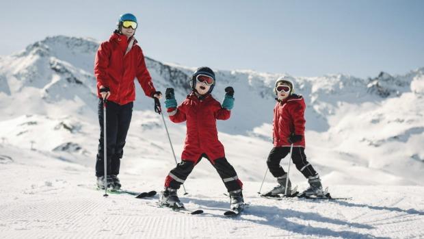 4 χιονοδρομικά κέντρα κοντά στην Αθήνα για να απολαύσετε το χιόνι με τα παιδιά