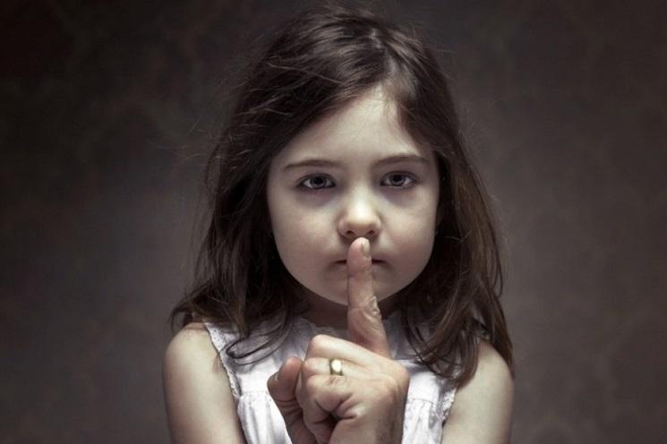 «Πώς θα προστατεύσω το παιδί μου από σεξουαλική κακοποίηση;»: Δωρεάν σεμινάριο στα Public Συντάγματος