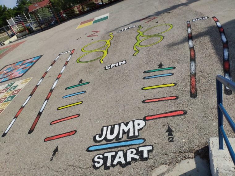 Δείτε πόσο ωραία παιχνίδια έφτιαξε στην αυλή του σχολείου ο Σύλλογος Γονέων του 1ου Δημοτικού Θρακομακεδόνων