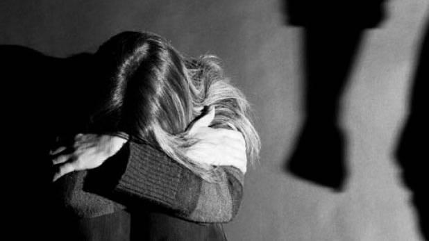 Κι όμως υπάρχουν ακόμα τέτοιοι γονείς: 13χρονη θύμα ενδοοικογενειακής βίας στην Κρήτη