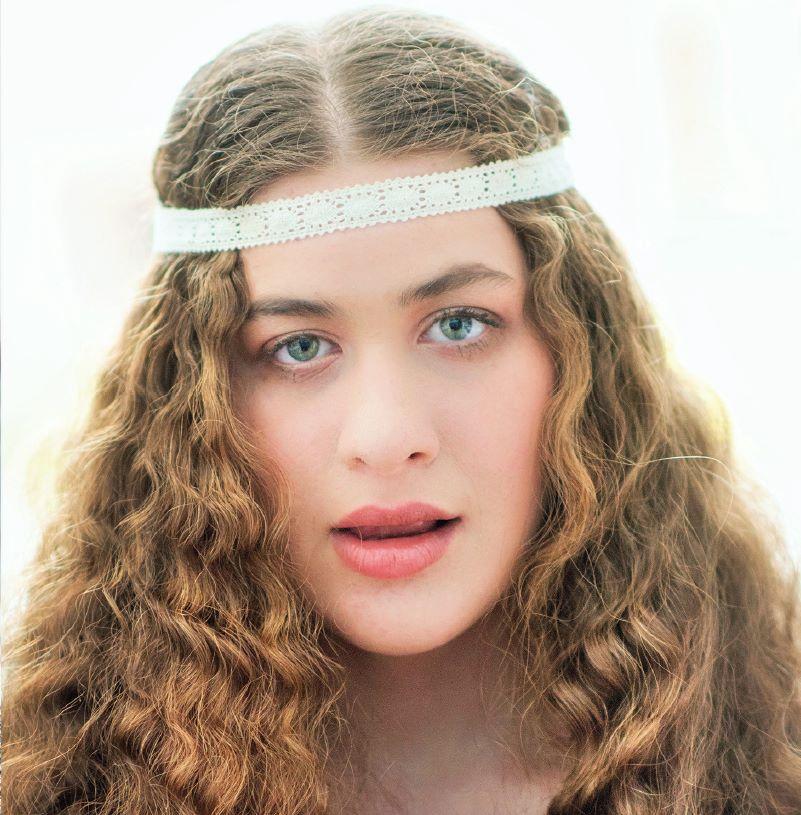 Γνωρίστε τη Νεφέλη που δεν μπορεί να μιλήσει αλλά τραγουδά σαν άγγελος!