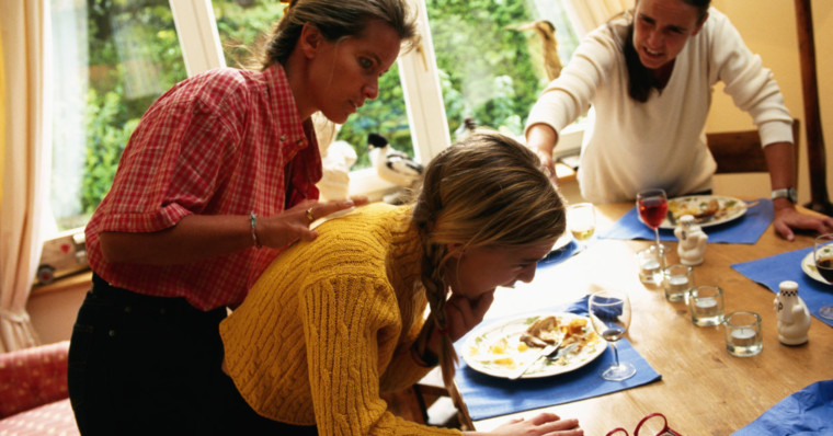 Πνιγμός από τροφή: Τι πρέπει να κάνουμε για να σώσουμε το παιδί μας;