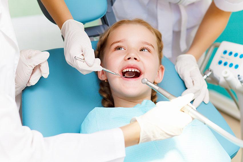 ΕΟΠΥΥ: Όλα όσα πρέπει να ξέρετε για την δωρεάν οδοντιατρική φροντίδα των παιδιών – Ξεκινά άμεσα