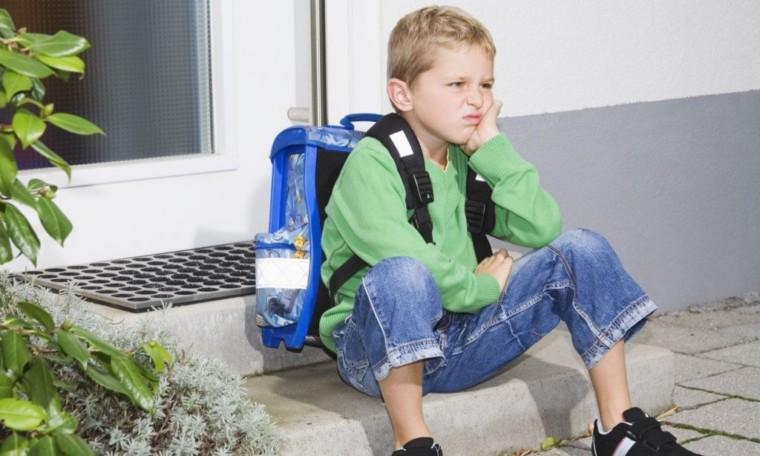 Σχολική άρνηση: Τι πραγματικά συμβαίνει όταν το παιδί δεν θέλει να πάει στο σχολείο;