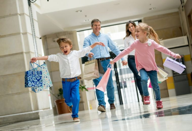 Bazaar: Πού θα ψωνίσετε επώνυμα είδη για όλη την οικογένεια σε πολύ χαμηλές τιμές