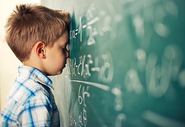Γονείς και εκπαιδευτικοί μεταφέρουν σαν ιό το άγχος των Μαθηματικών στα παιδιά