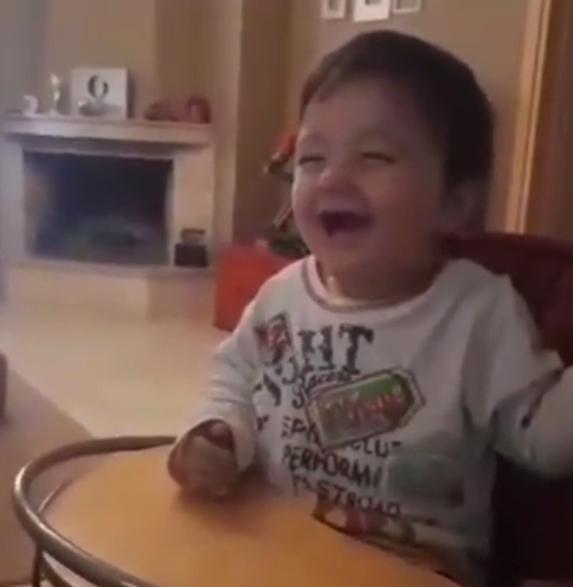Δείτε τα παιδιά των Μάνου Παπαγιάννη και Αγγελικής Δαλιάνη στο πιο ξεκαρδιστικό video της ημέρας