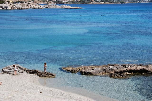 Οι παραλίες της Αττικής που μπορείτε να κολυμπήσετε με ασφάλεια  φέτος με τα παιδιά σας
