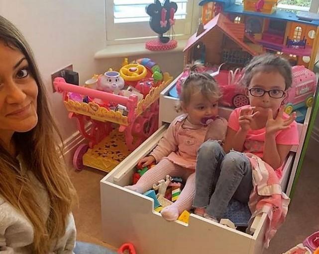 Αυτή η μαμά βγάζει 500 ευρώ τον μήνα πουλώντας τα παιχνίδια των παιδιών της!