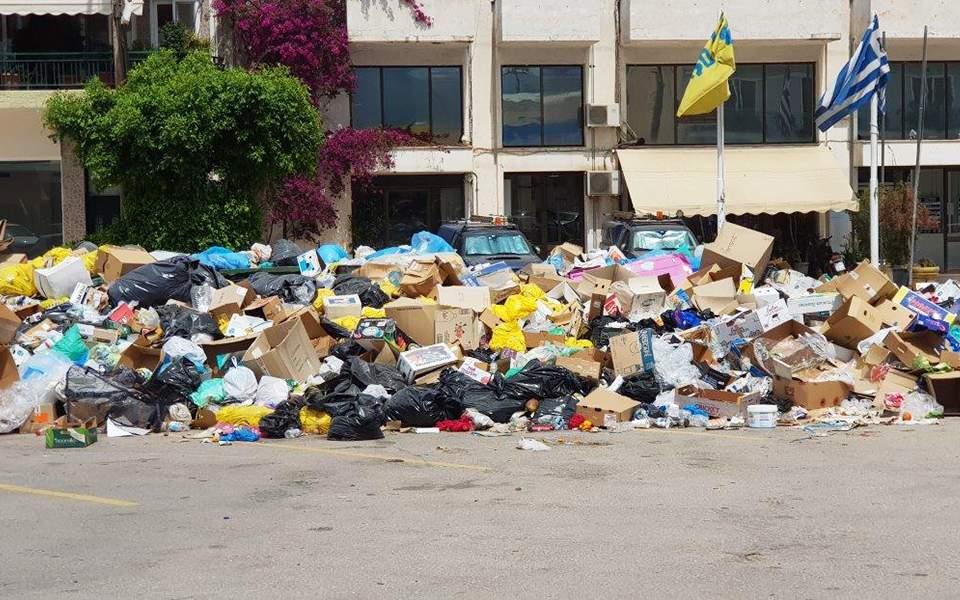 Σοκ στο Αίγιο: 13μηνών μωρό διαγνώστηκε με σαλμονέλα εξαιτίας σκουπιδιών