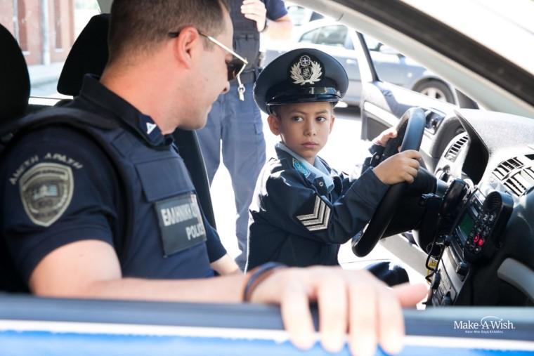 Ο 7χρονος Χρήστος – Ραφαήλ υπηρέτησε για μια ολόκληρη ημέρα στην Ελληνική Αστυνομία (φωτός)