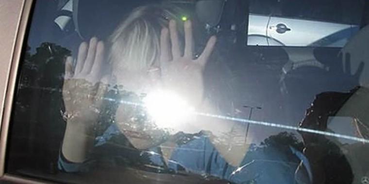 Σοκ στη Κάλυμνο: Μάνα άφησε τον 5χρονο γιο της κλειδωμένο στο αμάξι για ώρες