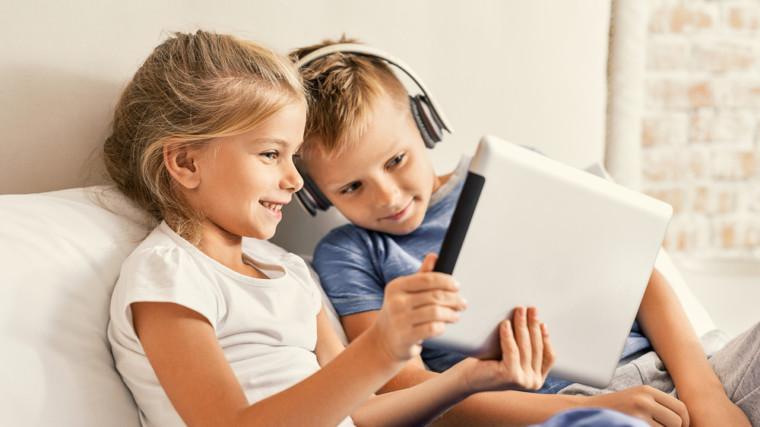 «Ο φίλος μου, το κινητό»: Το video που θα πείσει τα παιδιά σας να ξεκολλήσουν από τις οθόνες