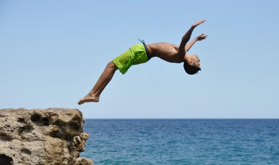 15χρονος τραυματίστηκε σοβαρά κάνοντας βουτιά στη θάλασσα