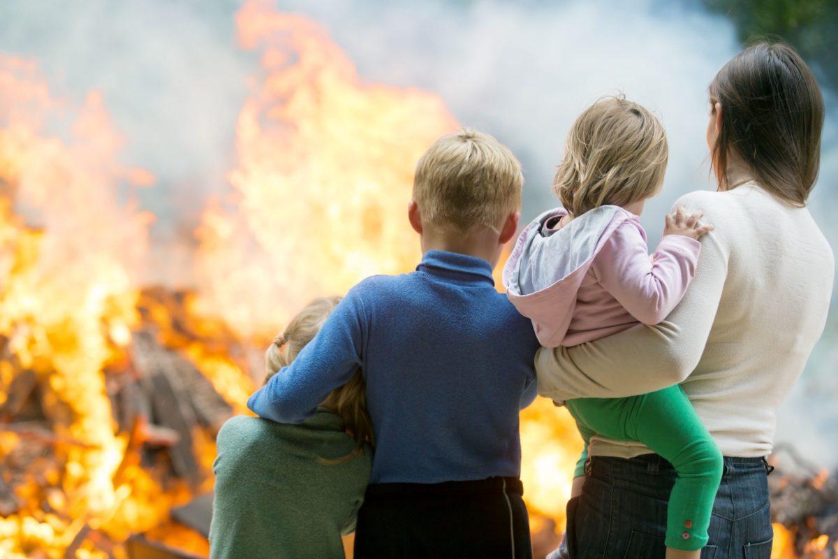 Ο παιδίατρος προειδοποιεί: Προστατεύστε τα παιδιά από τη μολυσμένη λόγω φωτιάς ατμόσφαιρα