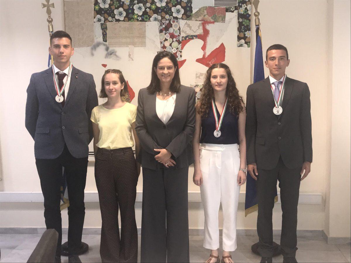 H Nίκη Κεραμέως τίμησε τους μαθητές που διακρίθηκαν στη Διεθνή Ολυμπιάδα Βιολογίας