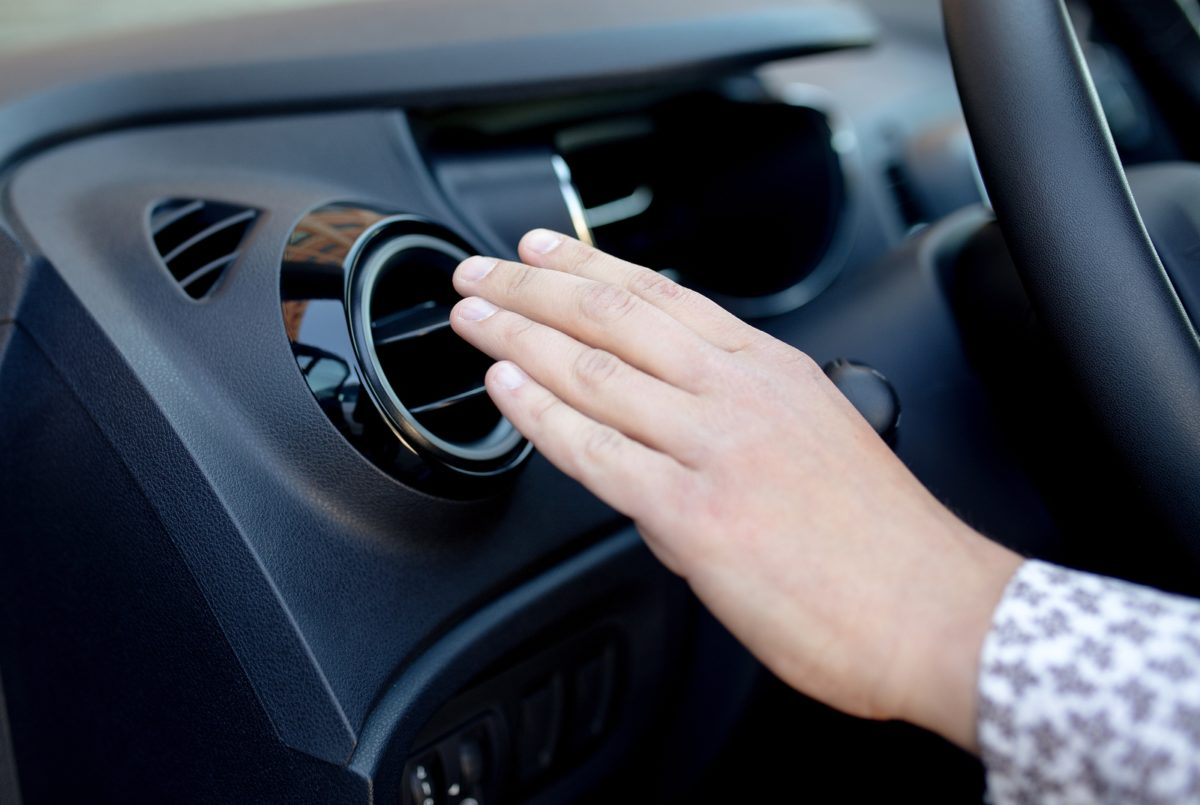 Αν ανάβεις το κλιματιστικό αμέσως μόλις μπεις στο αυτοκίνητο βάζεις την υγεία σου σε κίνδυνο – Διάβασε γιατί