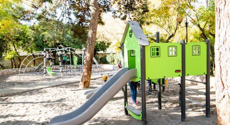 Δ. Αθηναίων: Αυτές είναι οι 12 νέες παιδικές χαρές της πόλης για να παίζουν με ασφάλεια τα παιδιά