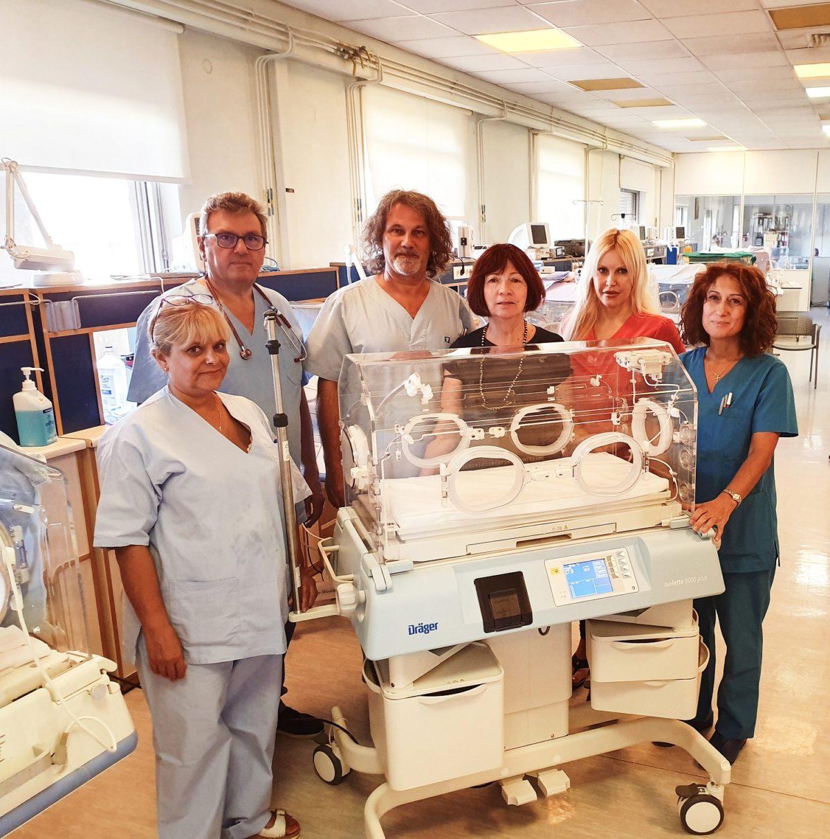 Τα Pampers ενίσχυσαν τον Μη Κερδοσκοπικό Οργανισμό Ηλιτόμηνον για τη δωρεά μίας θερμοκοιτίδας για πρόωρα βρέφη στη ΜΕΝΝ του Γεν. Νοσ. «Έλενα Βενιζέλου»