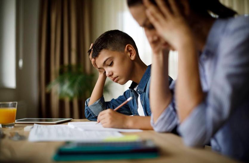 Διάβασμα για το σχολείο με το παιδί: Τα λάθη που κάνουμε και καταλήγουμε οικογενειακώς να υποφέρουμε