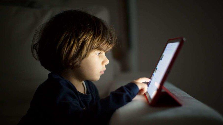 Θα επιτρέψουμε να γίνουν τα παιδιά μας εθισμένοι χρήστες της ...