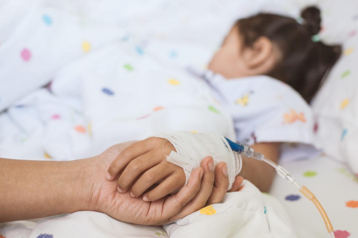 Tα νεότερα για την υγεία της 2χρονης που έπεσε στο κενό από μπαλκόνι τετάρτου ορόφου