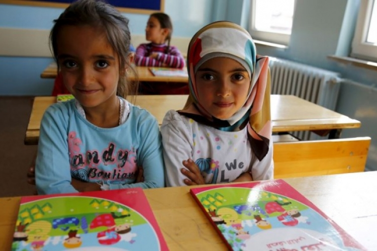 Υπ. Παιδείας: Υποχρεωτικό το σχολείο για τα προσφυγόπουλα