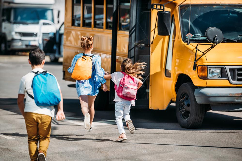 Μεταφορά μαθητών με σχολικό: Οι απίστευτες καταγγελίες της ΟΙΕΛΕ για τον κίνδυνο που διατρέχουν καθημερινά τα παιδιά μας