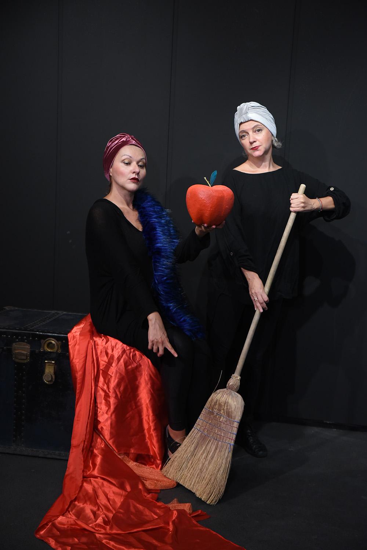 Κερδίστε 3 διπλές προσκλήσεις για την παράσταση «Το Μήλο της Χιονάτης» στο Θέατρο Βαφείο – Λάκης Καραλής (3/11)