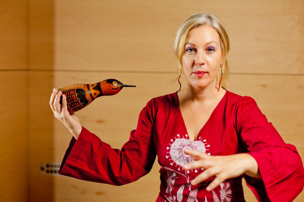 Μην το χάσετε! Η Σάσα Βούλγαρη αφηγείται όμορφες ιστορίες ανάμεσα σε έργα τέχνης στο Ίδρυμα Θεοχαράκη (29/11)