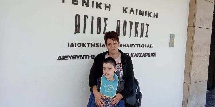 """""""Τα καταφέραμε, είμαστε νικητές"""": Συγκινεί η μαμά του 10χρονου Παναγιώτη που μόλις βγήκε από το χειρουργείο"""