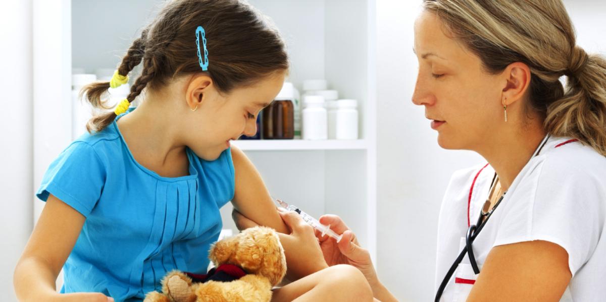 Με εντολή Κικίλια έγιναν εμβολιασμοί σε παιδιά για ιλαρά και πνευμονιόκοκκο σε Λέσβο και Σάμο