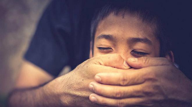 Φρίκη στη Θεσσαλονίκη: 15χρονος έπεσε θύμα απαγωγής και βιασμού