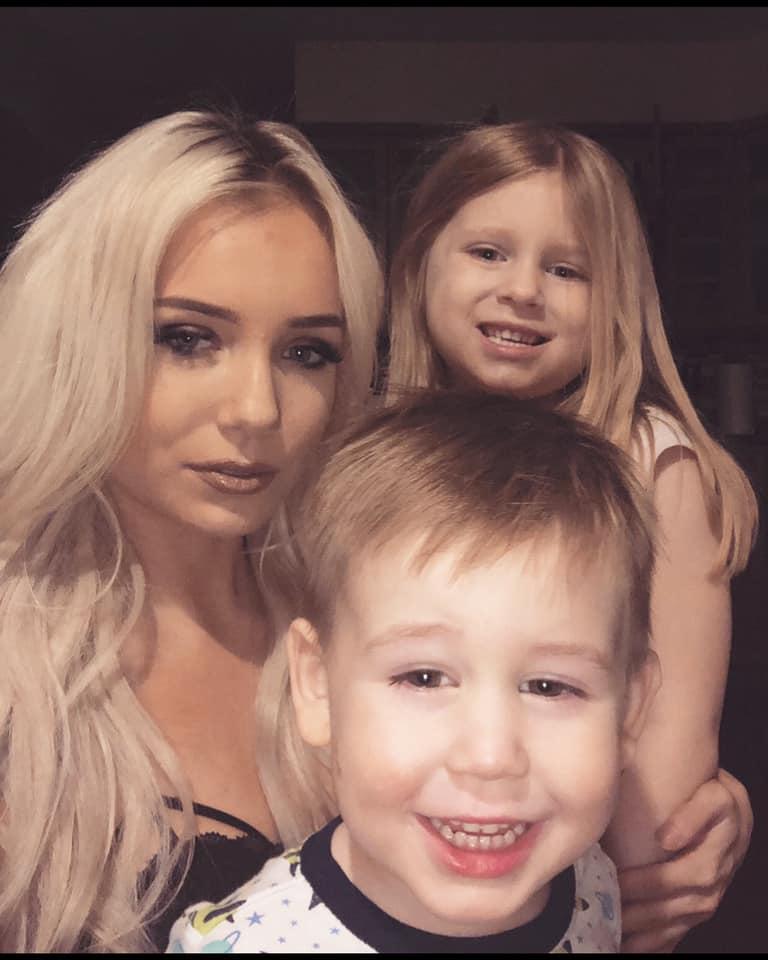 "Mια μαμά εξομολογείται: ""Αυτή είναι μια φωτογραφία με τα παιδιά μου, λίγες μέρες πριν την απόπειρα αυτοκτονίας μου"""