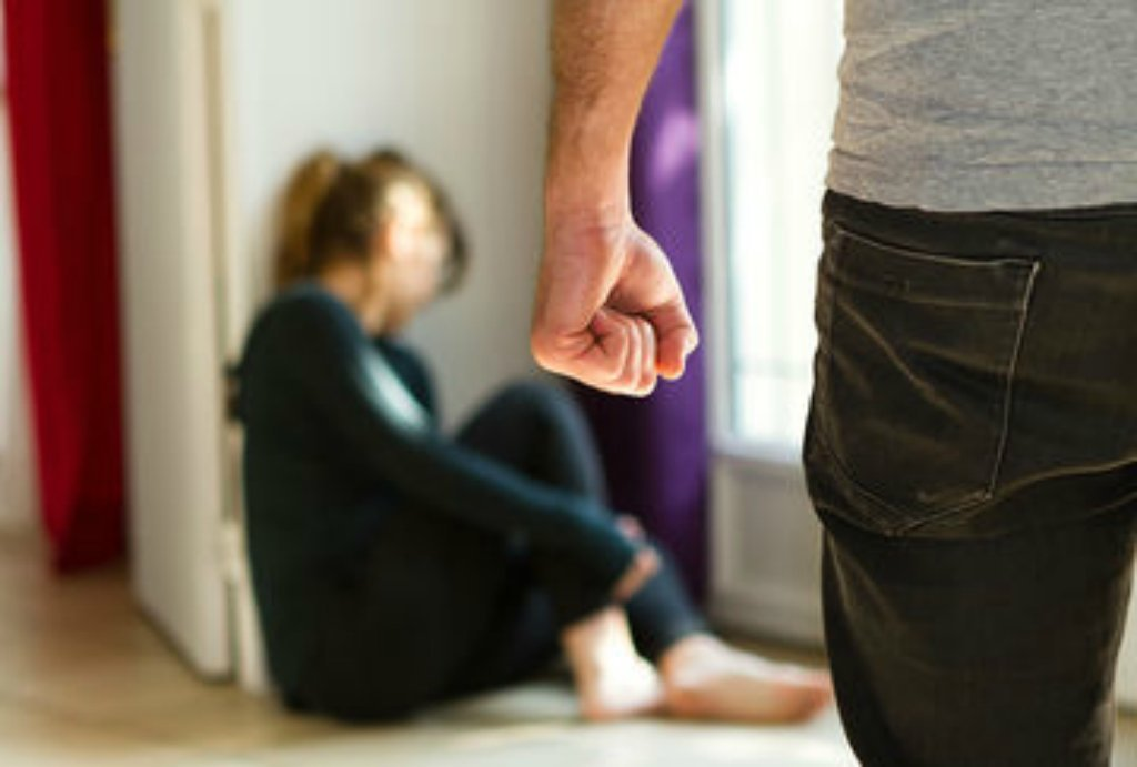 Μία στις 16 εγκύους κακοποιείται σωματικά ή ψυχολογικά από τον σύντροφό της