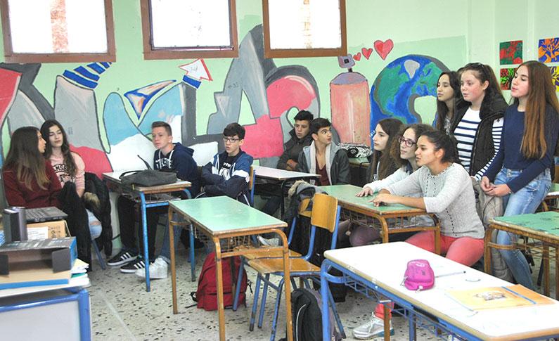 Έλλειψη στήριξης και αποδοχής από συμμαθητές και εκπαιδευτικούς νιώθουν οι σημερινοί έφηβοι στην Ελλάδα