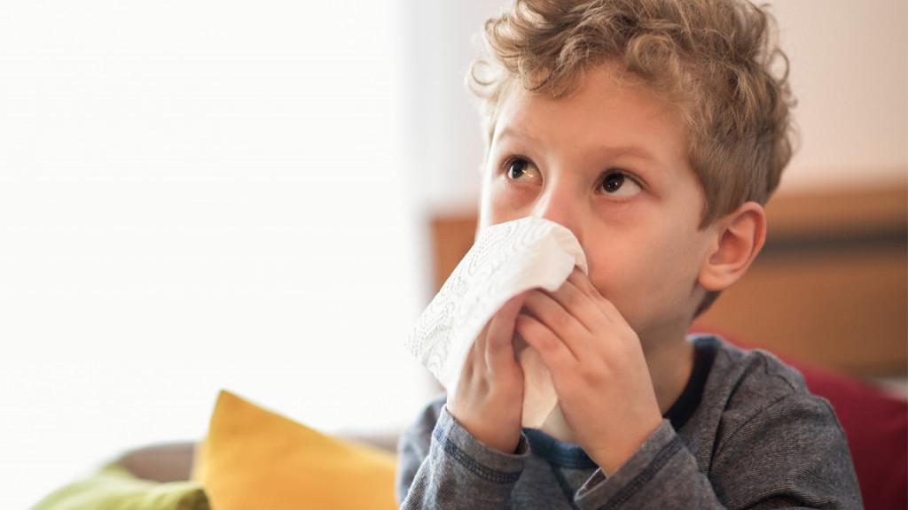 Βήχας και ρινική συμφόρηση στο παιδί: Πώς θα το βοηθήσουμε αποτελεσματικά