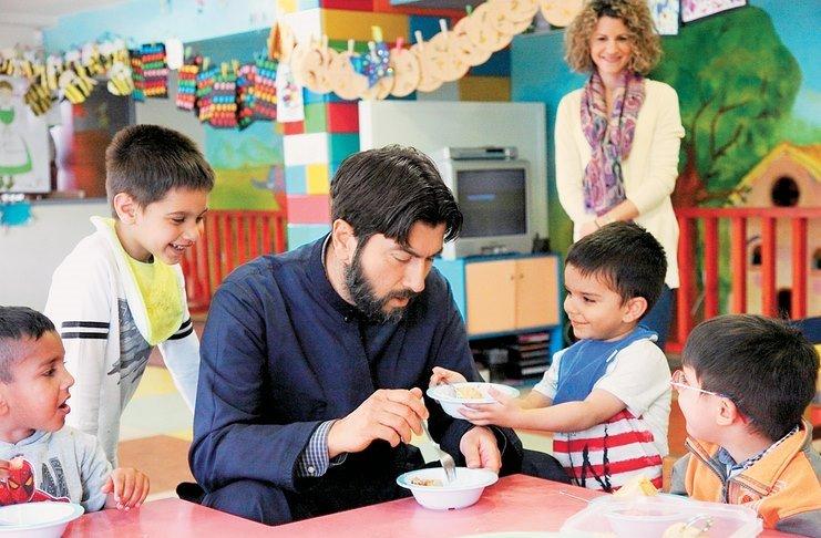 Μήνυση στην «Κιβωτό του Κόσμου» και τον πατέρα Αντώνιο για ρατσιστικές δηλώσεις κατά προσφύγων