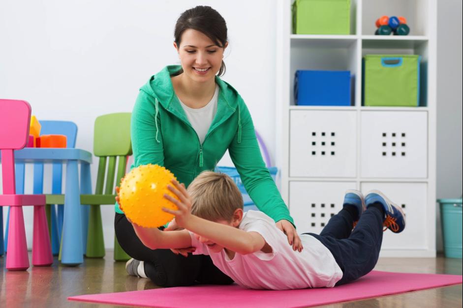 ΕΟΠΥΥ: Τι αλλάζει στις φυσικοθεραπείες για τα παιδιά ειδικής αγωγής – Τι πρέπει να ξέρουν οι γονείς