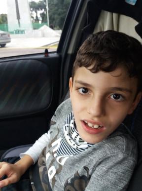 Έκκληση για βοήθεια: Ο 8χρονος Χρήστος που έχει μια σπάνια νευρολογική πάθηση, μας έχει ανάγκη