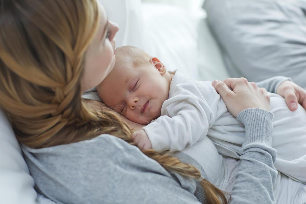 Επίδομα γέννας 2.000 ευρώ: Τα κριτήρια και οι δικαιούχοι της νέας παροχής