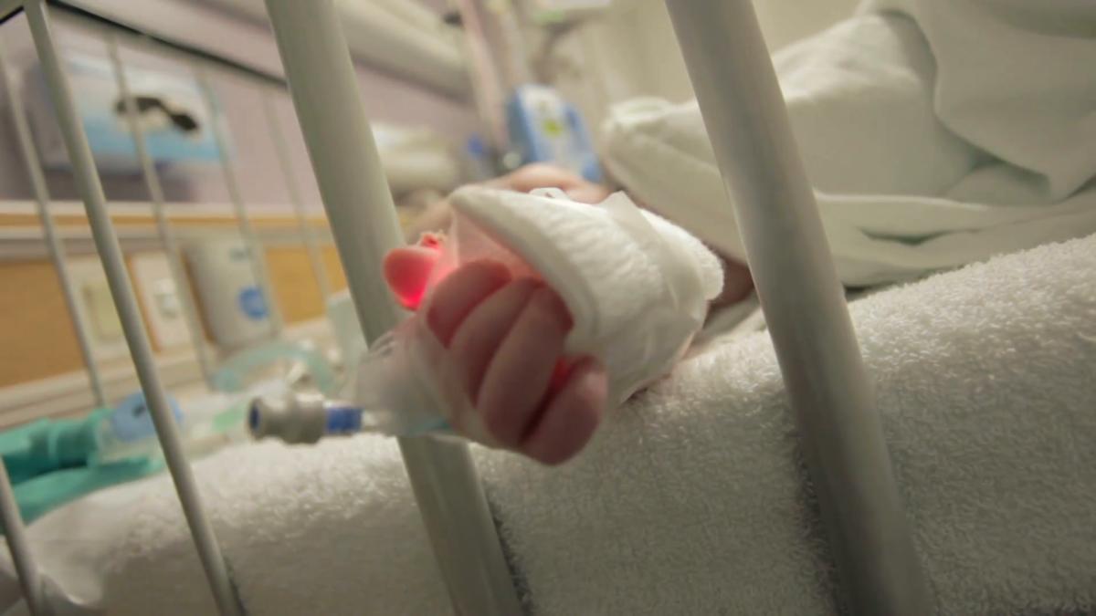 Κρήτη: Μάχη για να κρατηθεί στη ζωή δίνει 17 μηνών παιδάκι που στραβοκατάπιε