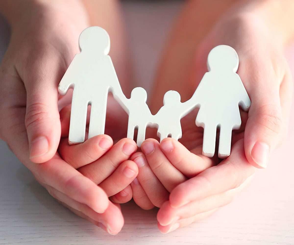 """""""Μια οικογένεια για κάθε παιδί"""": Τα νέα μέτρα της κυβέρνησης για να διευκολυνθεί η αναδοχή και η υιοθεσία"""