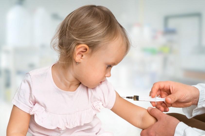 Βασίλης Κικίλιας: Υποχρεωτικός εμβολιασμός στην προσχολική ηλικία – Τι θα γίνει με το εμβόλιο της μηνιγγίτιδας Β