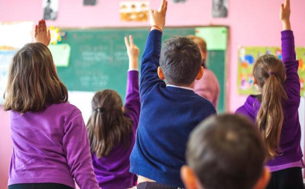 Οι αντιδράσεις για την διδασκαλία της Β ξένης γλώσσας στο Δημοτικό έπιασαν τόπο – Η νέα εγκύκλιος