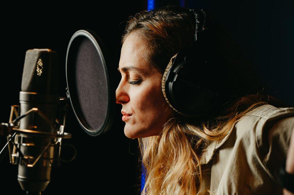 «Παιδιά από αστέρια»: Η Νατάσσα Μποφίλιου δίνει φωνή στο νέο βιβλίο-cd που έγραψαν τυφλοί μαθητές