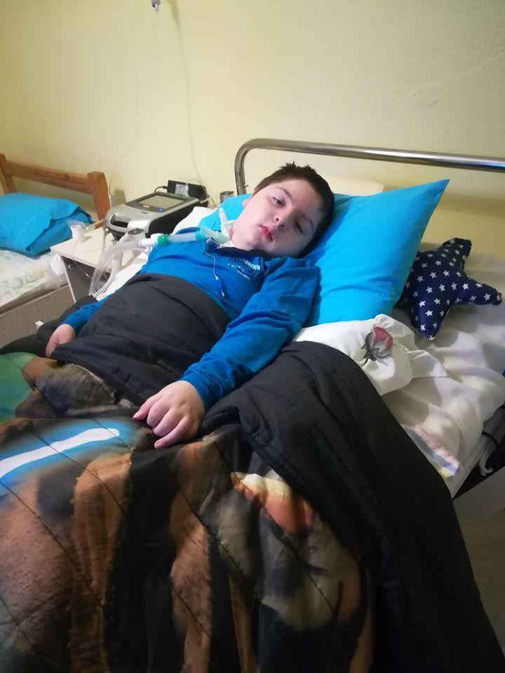 Έκκληση για βοήθεια: 10χρονος που έπεσε θύμα τροχαίου και έχει μόνιμες κινητικές βλάβες, μας χρειάζεται
