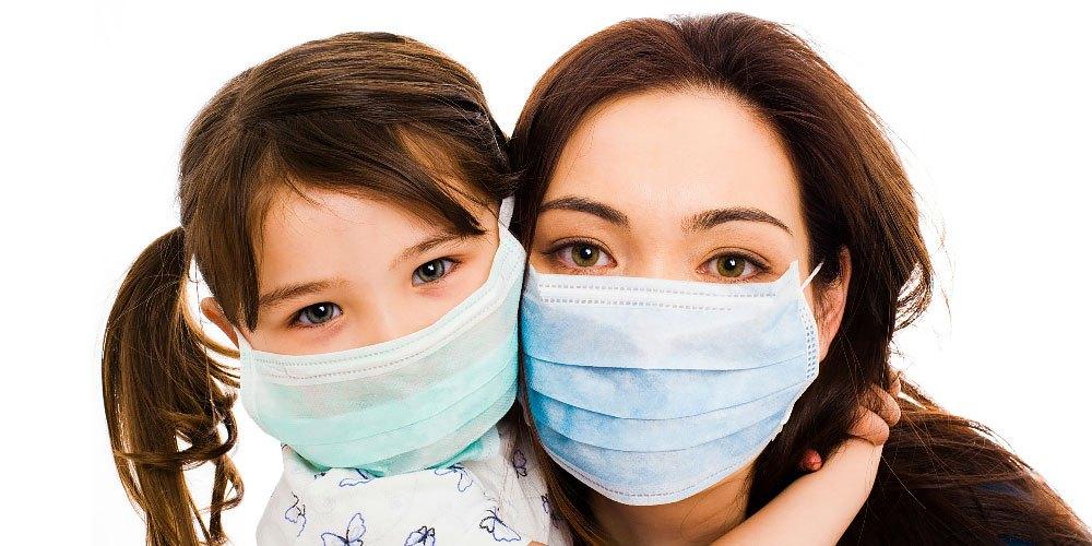 Εποχική γρίπη και Κορωνοϊός: Μας προστατεύει η χειρουργική μάσκα; – Πώς πρέπει να τη φοράμε σωστά