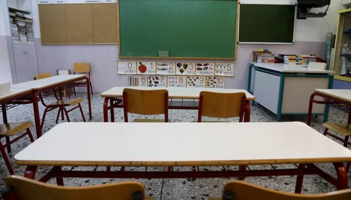 Πέτσας: Πιθανό να κλείσουν τα σχολεία και να παραταθεί το lockdown –  Πότε θα δοθούν οι μάσκες στους μαθητές
