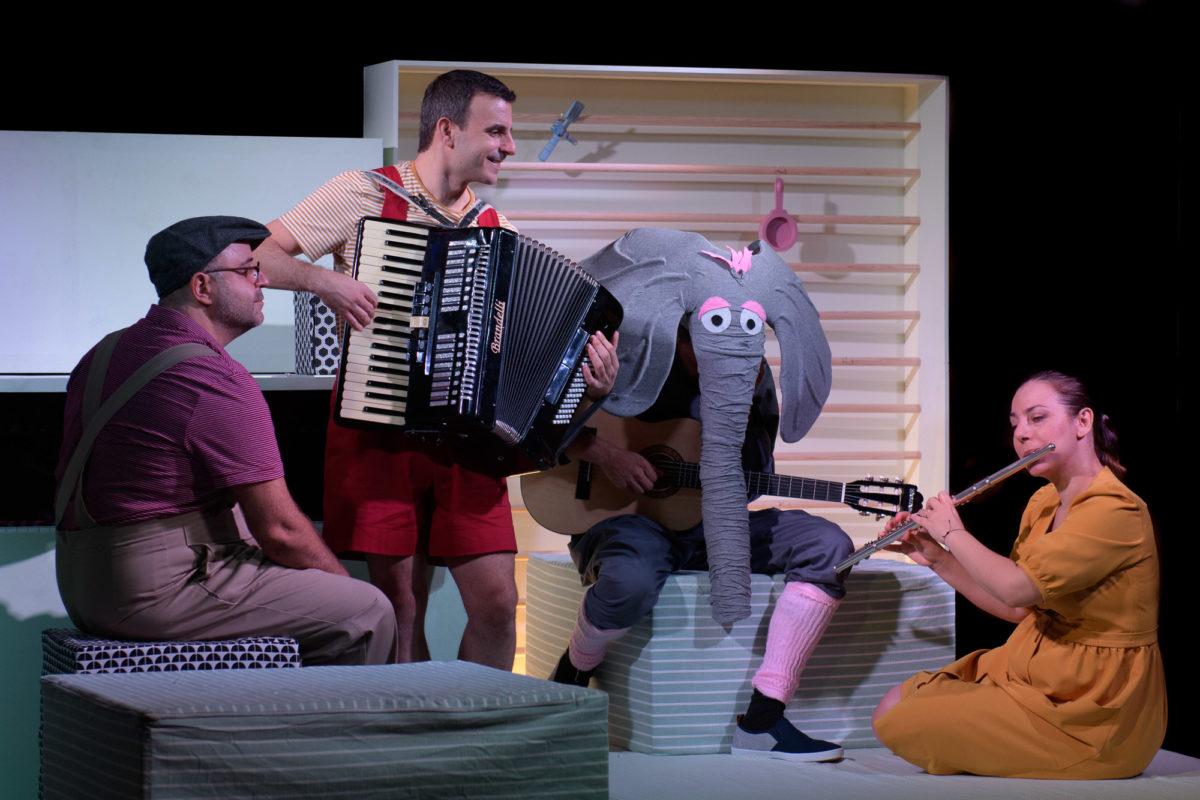 Οι συντελεστές της τρυφερής παιδικής παράστασης «Ένας ελέφαντας στο δωμάτιο» μιλούν στο Infokids.gr (video)